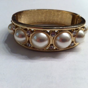 Jewelry - Georgeous Gold Tone Faux Pearl Hinged Bracelet